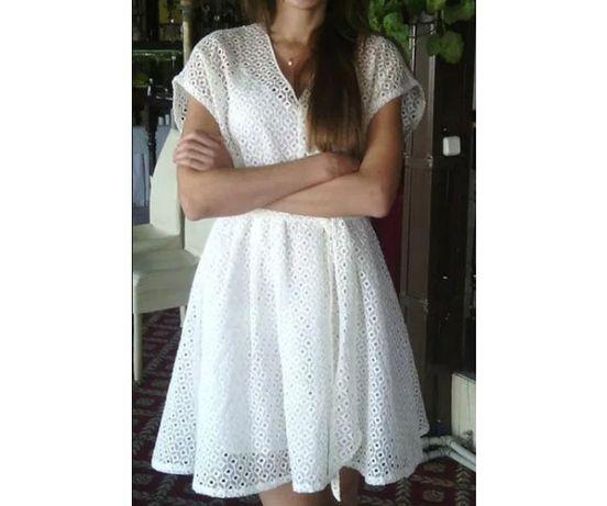 Милое белое платье с поясом
