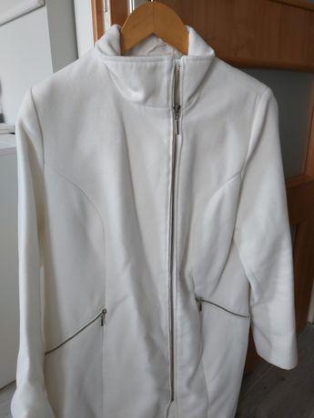 Biały płaszczyk ze stójką firmy BON PRIX.