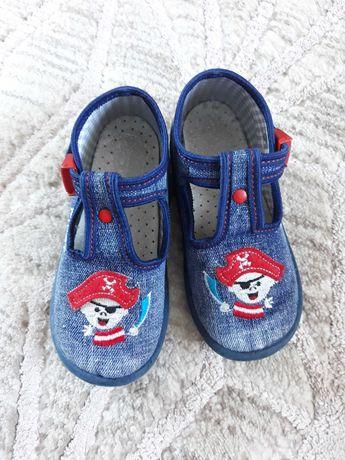 obuwie/buty domowe Nazo r. 24