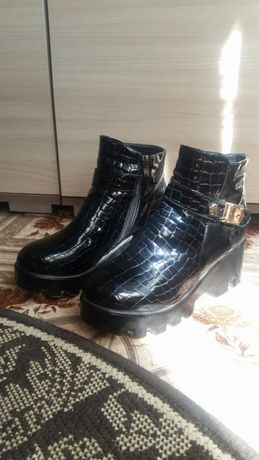 Продам демісезоні черевички