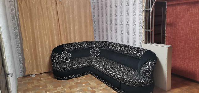 Современный Угловой диван в хорошем состоянии