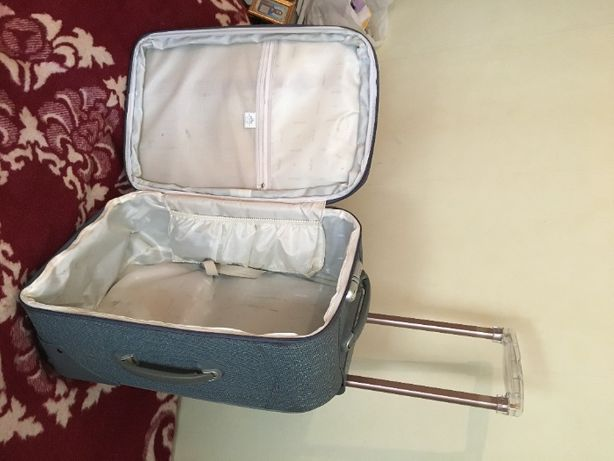продается чемодан 64х40х25