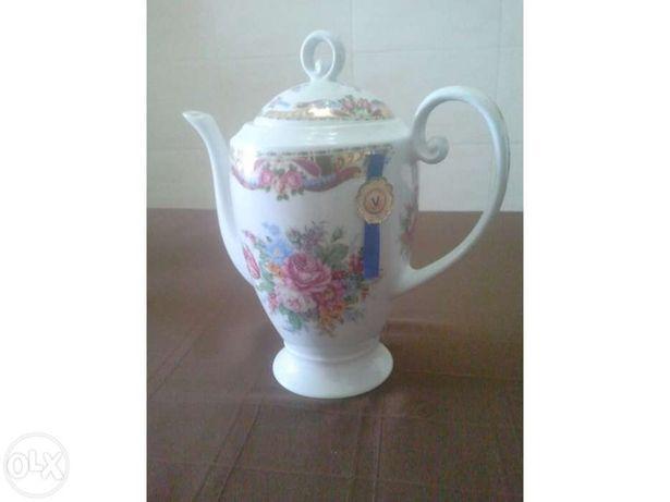 Cafeteira para café ou chá da famosa marca LIMOGES