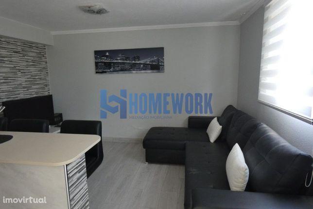 Apartamento T1 em Condomínio Privado com Piscina - Lagoa