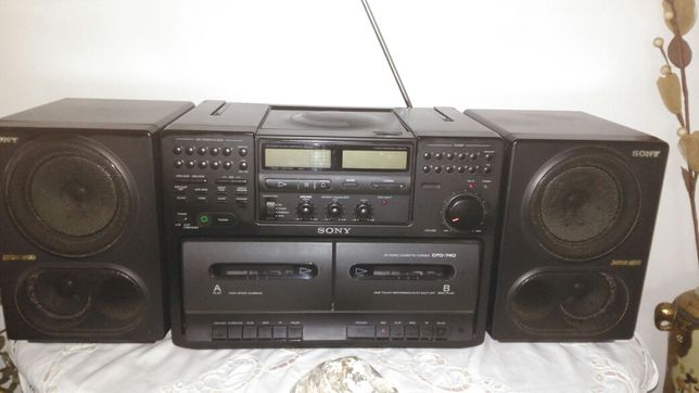Radio SONY modelo CFD-740 com leitor CD e leitor cassetes