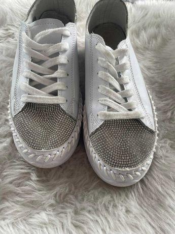 Skórzane białe sneakersy rozmiar 39 cyrkonie