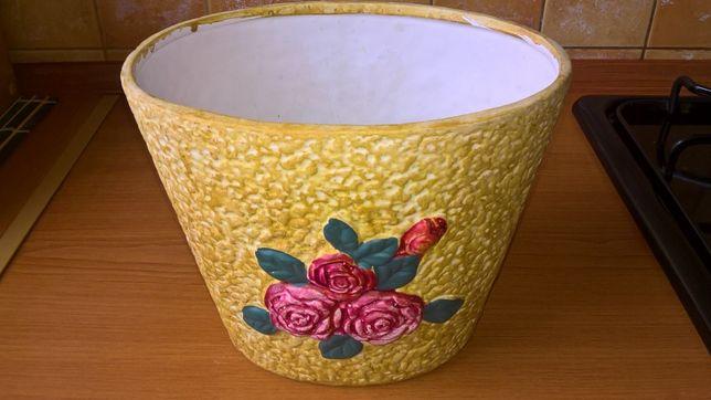 Piękna doniczka ceramiczna (wysokość: 16 cm)