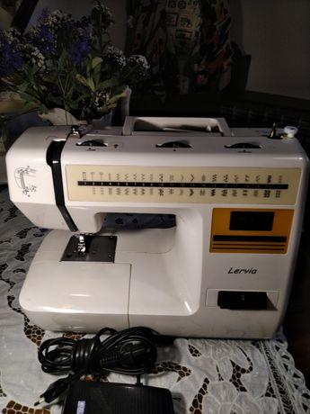 Máquina de costura Lervia