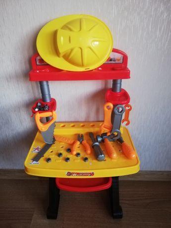 Столик детский, набор инструментов, каска игрушечная