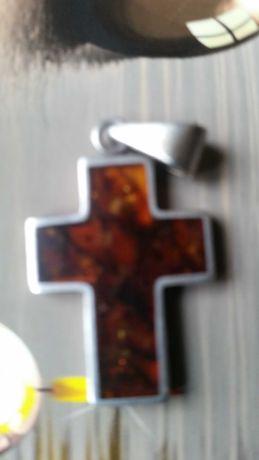 Wisiorek Srebrny Krzyżyk z Bursztynem