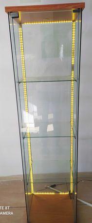 Witryna szafka szklana podświetlana