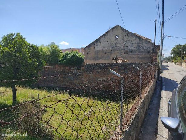 Terreno para urbanizar no centro da Pampilhosa.