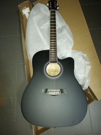 Guitarra western preta acústica cordas aço.