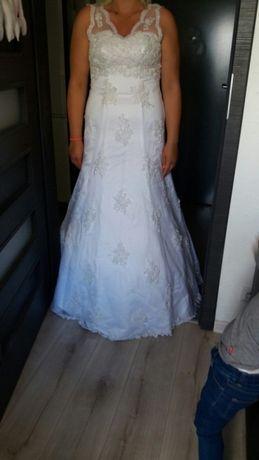 Suknia ślubna koronka welon poduszka