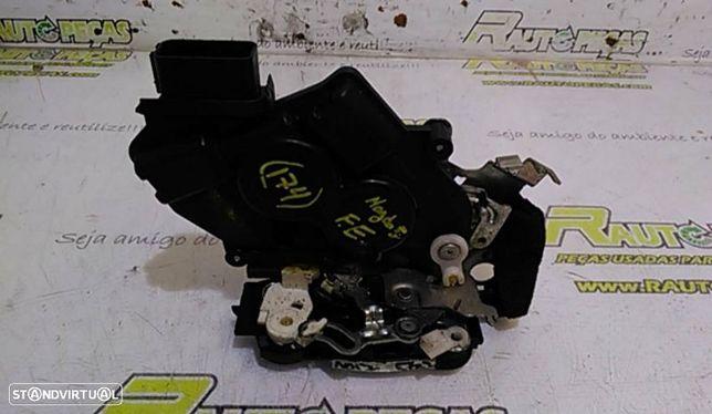 Fecho Da Porta Frente Esquerdo Mazda 5 (Cr19)