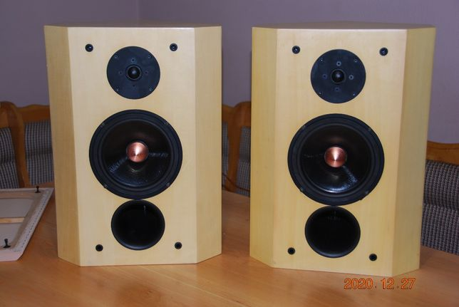 Audiofilskie kolumny Chris Sound Research Hi-End, narożne Seas Excel.