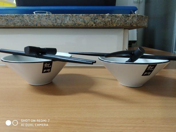 2 taças com Hashi (pauzinhos chineses) - nunca usadas