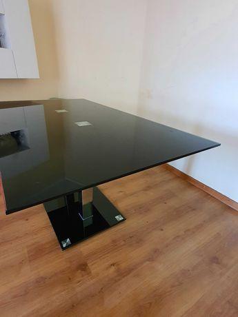 Mesa de Jantar preta em vidro em bom estado de uso