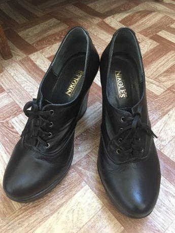 Туфли кожаные на танкетке