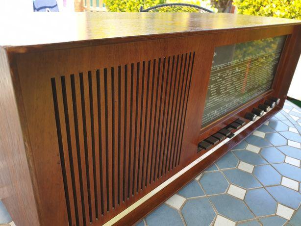 Radio antigo Saba lindau