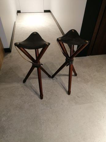 Dwa myśliwskie stołki-hokery