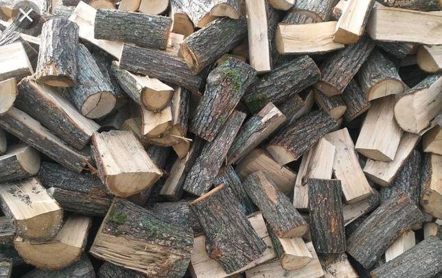 Dobre ładne drewno kominkowe