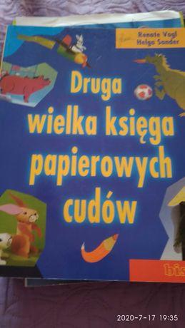 Wielka księga papierowych cudów.