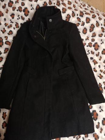 Пальто чорне zara