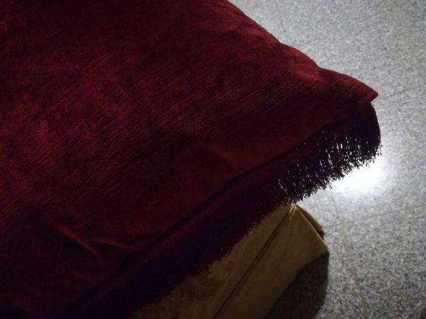 Almofada grande de veludo grená e fanjas - Nova LUXO