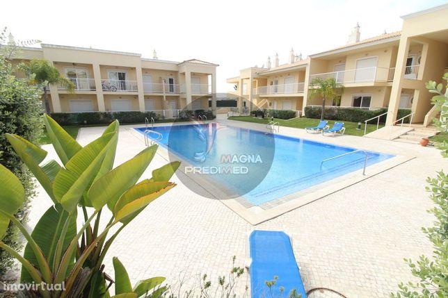 Apartamento T1 em condominio com piscina