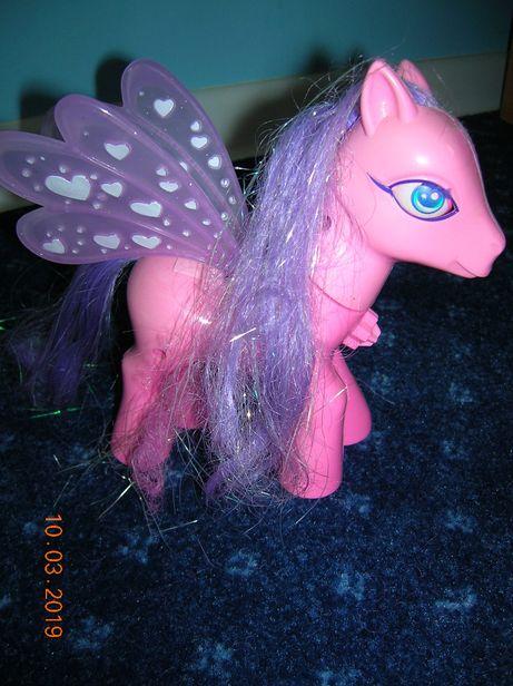 kucyk Pony z ruszającymi skrzydłami