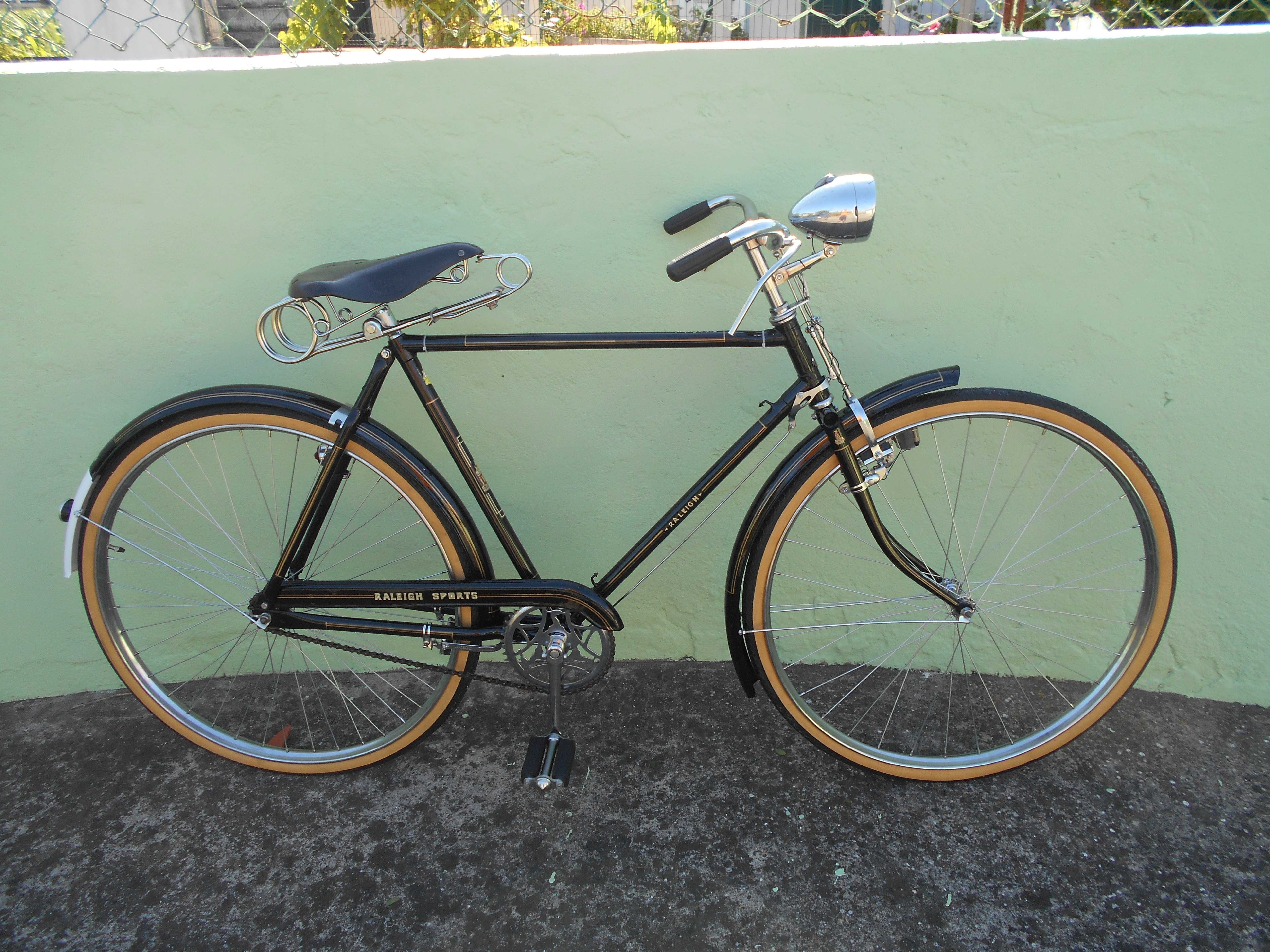 Bicicleta Pasteleira homem roda 28 Raleigh restaurada