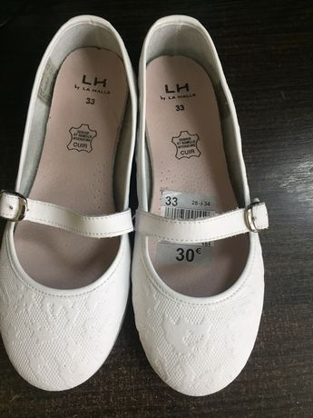 Дитяче нове взуття