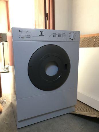 Maquina secar roupa Indesit 4Kg Tangle motion