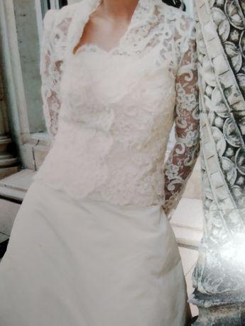 Vestido noiva Rosa Clará, com casaco, véu e saiote