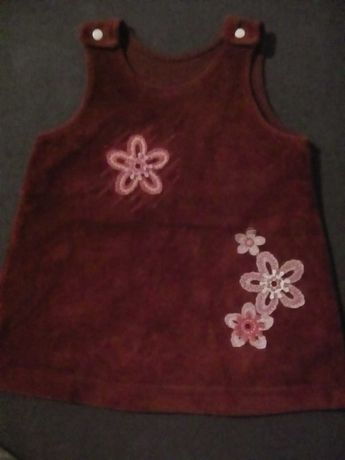 sukienka z weluru na szelkach