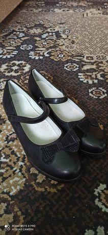Продам взуття для дівчини