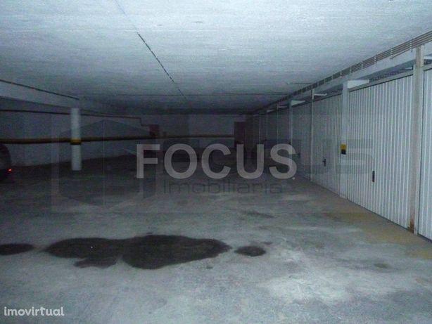 Garagem para venda no centro de Esgueira