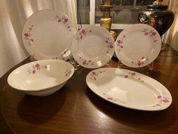 Conjunto de vârios pratos, em porcelana fina
