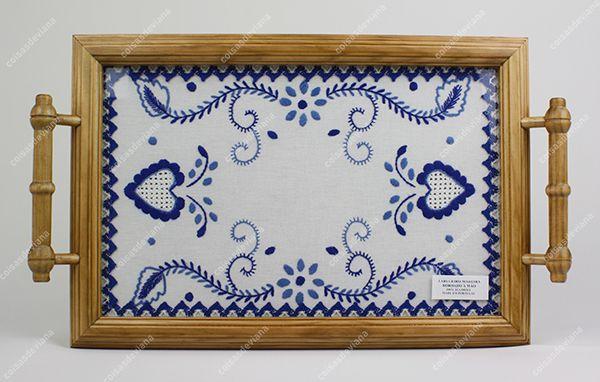 Tabuleiro em madeira bordado de Viana à mão - Genuínos