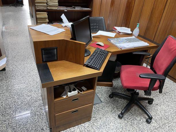 Recheio de loja , secretarias , cadeiras moveis