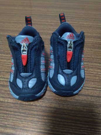 Sapatilhas Adidas T18