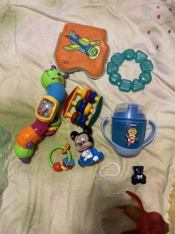 Товары для детей поильник Chicco игрушки,держатель соски