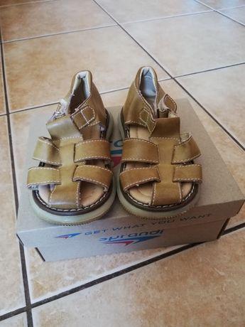 Sprzedam sandałki rozmiar 23