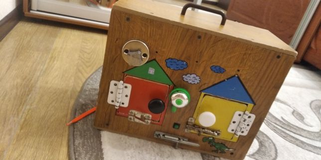 Продам бизиборд развивающую игрушку