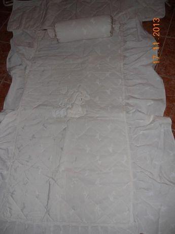 Vendo colcha cama de grades