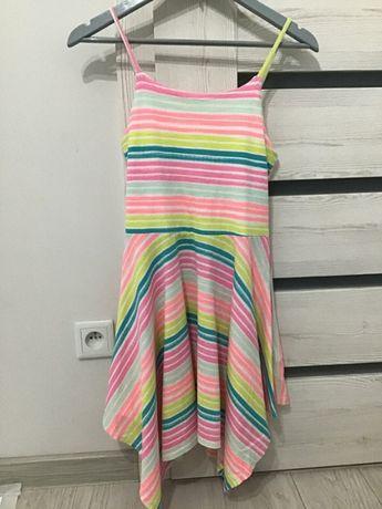 Kolorowa sukienka na ramiączkach z ozdobionym tyłem