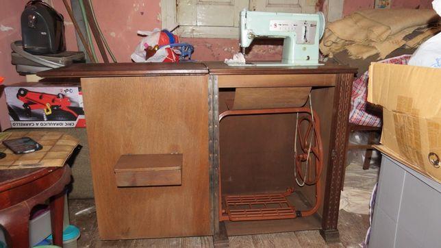 Máquina de costura Singer Antiga em muito bom estado