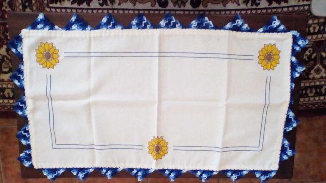 Conjunto de dois caminhos de mesa em crochê e ponto cruz- girassóis