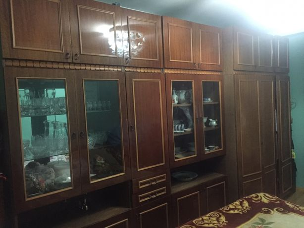 Мебель (ліжко з тумбочками+стінка+дзеркало)